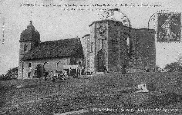 RONCHAMP (Haute-Saône) - Le 30 août 1913, la foudre tombe sur la chapelle de Notre-Dame-du-Haut, et la détruit en partie. Ce qu'il en reste, après l'incendie.