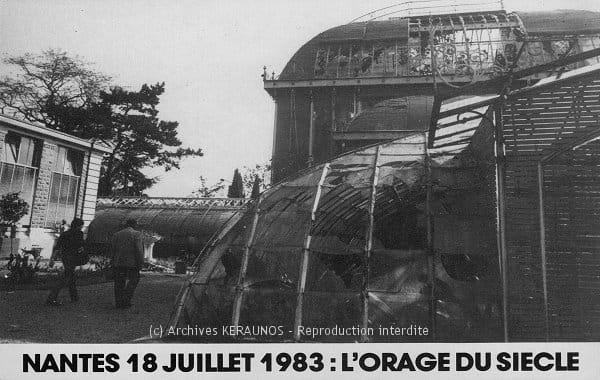 Nantes (Loire-Atlantique) - Les serres du jardin des plantes, dont 500 m² de vitres ont été brisés. Les grêlons ont atteint jusqu'à 5 cm de diamètre
