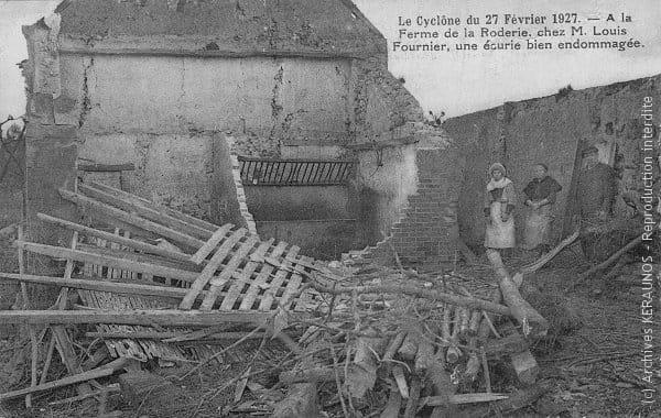 VERNOU-SUR-BRENNE (Indre-et-Loire) - Ferme de la Rauderie - Ecurie éventrée après la tornade du 27 février 1927