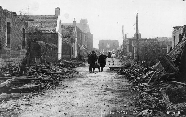 POMMEREUIL (Nord) - La rue de Forest en ruines, après la tornade du 24 juin 1967