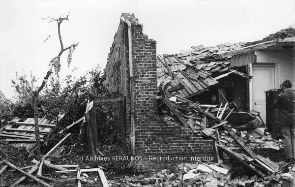 UBERACH (Bas-Rhin) - Maison éventrée après la tornade du 10 juillet 1968