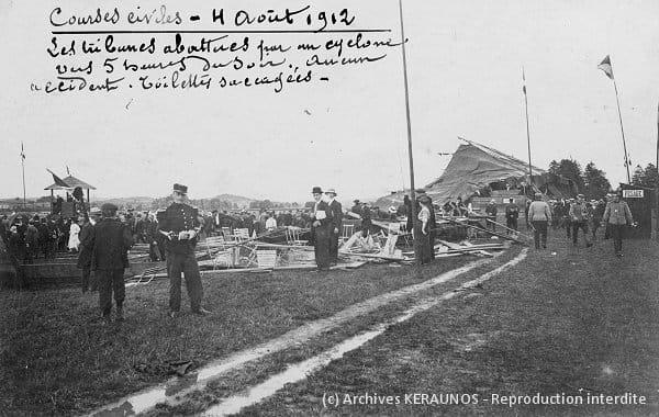 LUNEVILLE (Meurthe-et-Moselle) - Courses civiles - Les tribunes abattues par des rafales destructrices le 4 août 1912