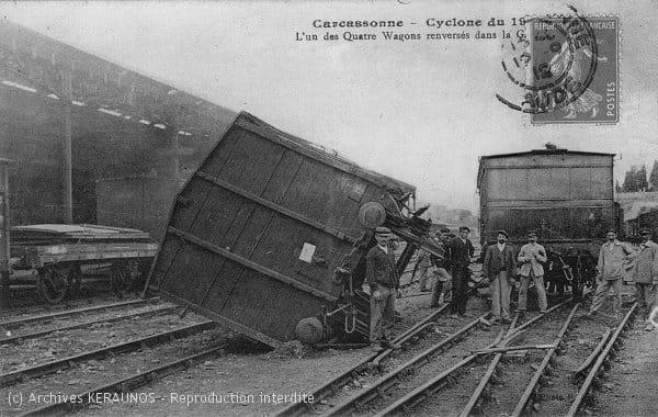 CARCASSONNE (Aude) - L'un des wagons renversés dans la gare, après l'épisode venteux du 19 août 1912