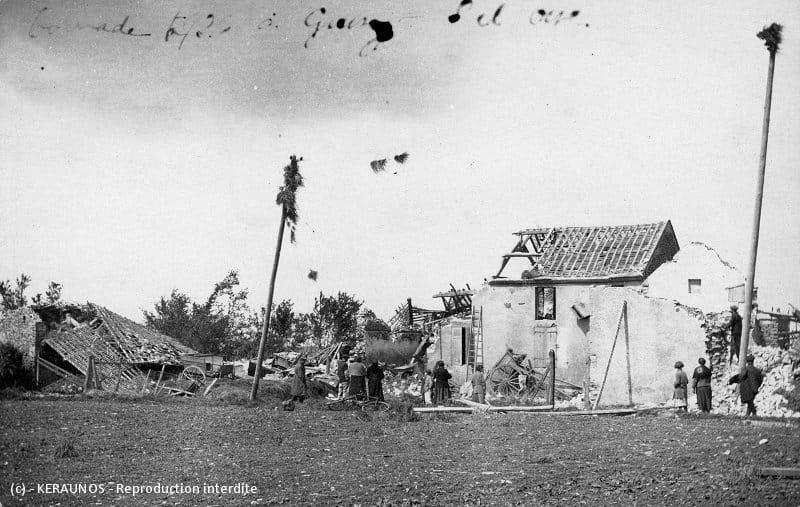 GRESSEY (Yvelines) - Dégâts causés par la tornade au hameau de Brunel (9 juin 1926)